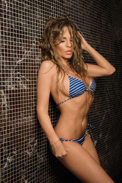 Hot Summer Bikini Girls (49 pics)