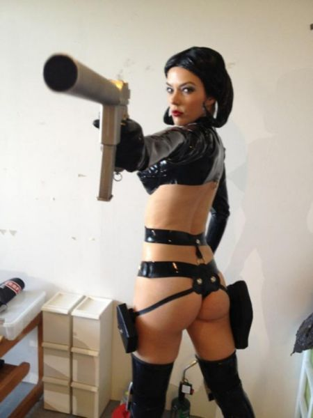 Hot Chicks With Guns Will Blow You Away (80 pics)