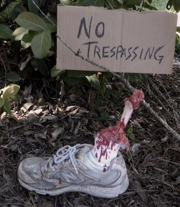 How To Make An Awesome Severed Leg For Halloween (7 pics)