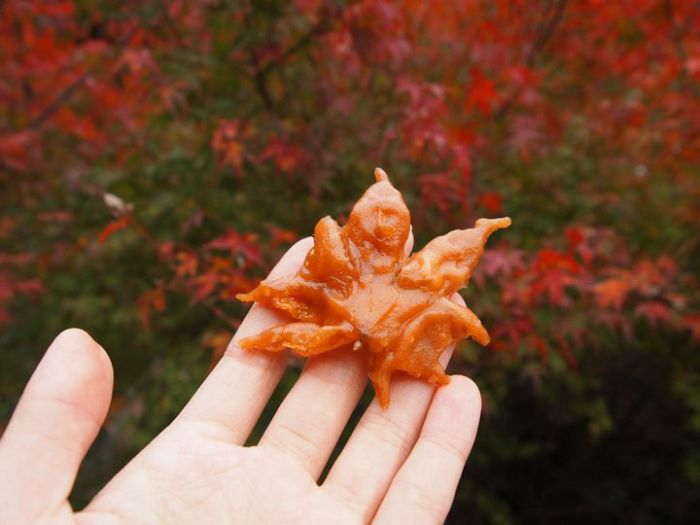 Maple Leaves Turned Into A Tasty Treat (8 pics)