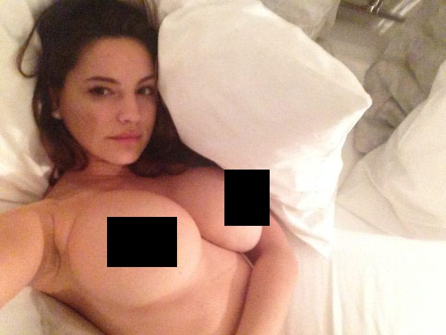 Kelly Brook Leaked Nude Photos (26 pics)