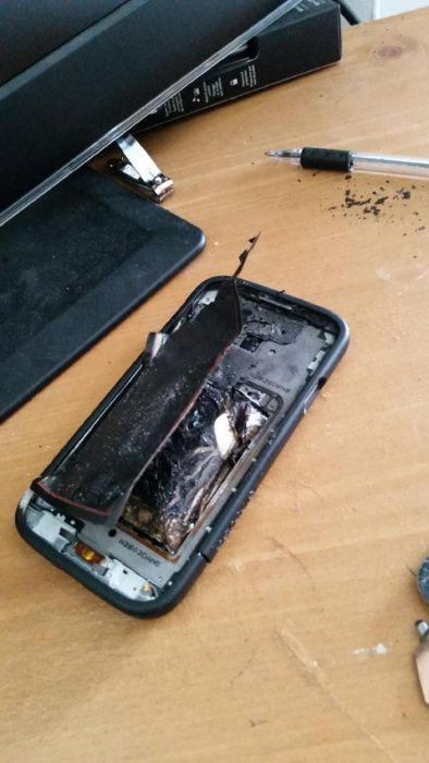 Samsung Galaxy S4 Explodes (8 pics)
