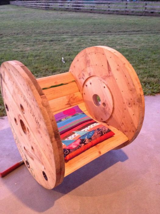 The Ultimate Cable Reel Chair (16 pics)