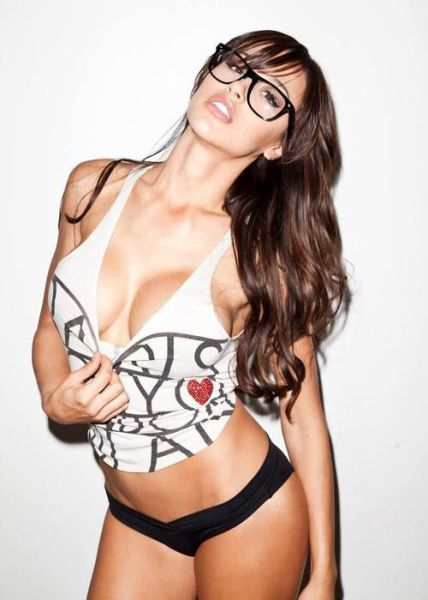 Glasses Make These Girls Look Even Hotter (45 pics)
