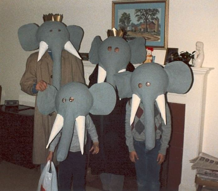 These Halloween Costumes Are Embarrassing (24 pics)