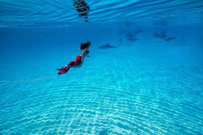 Beautiful Woman Does Underwater Photoshoot (53 pics)