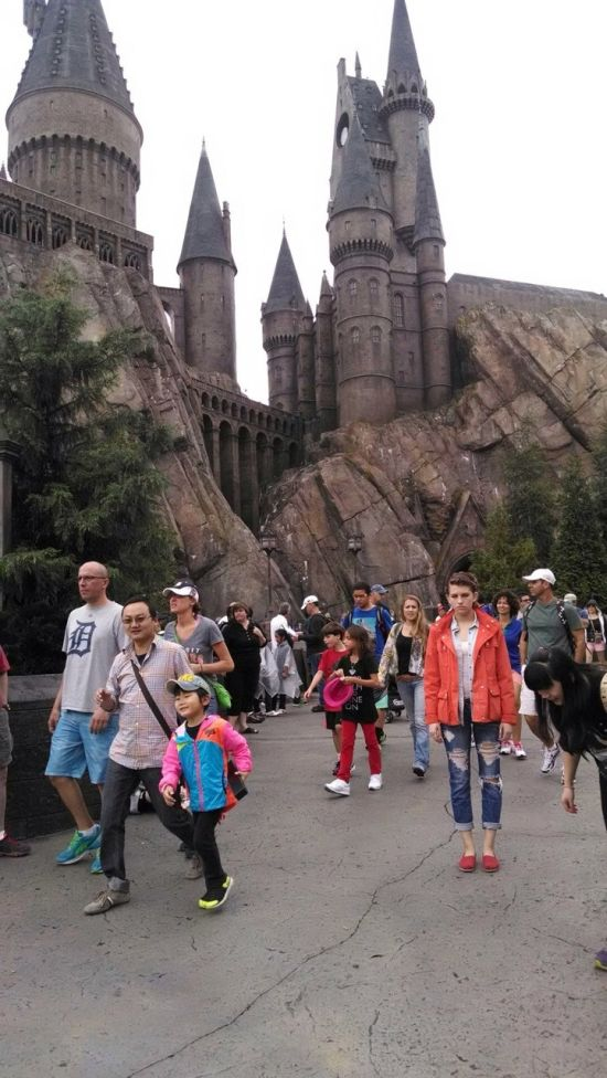 This Woman Hates Disney World (25 pics)