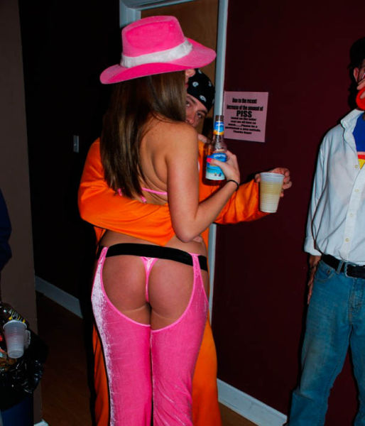 These Halloween Costumes Were Built To Show Off The Booty (62 pics)