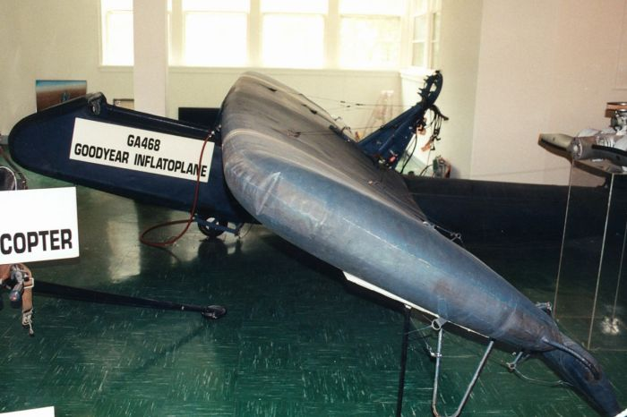 The Goodyear Inflatable Plane (16 pics)