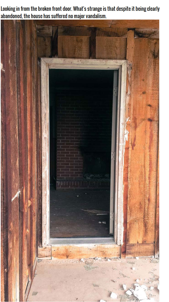 This Abandoned House Has To Be Haunted (23 pics)