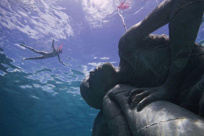 The Underwater Version Of Atlas (8 pics)