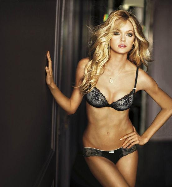 Hot Girls in Lingerie (36 pics)