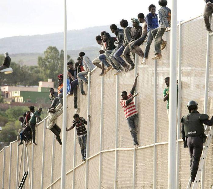 Escaping Morocco For Melilla (32 pics)