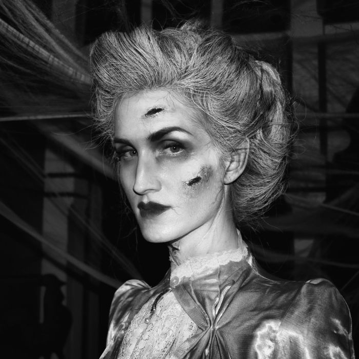 This Woman Makes Epic Halloween Costumes (15 pics)