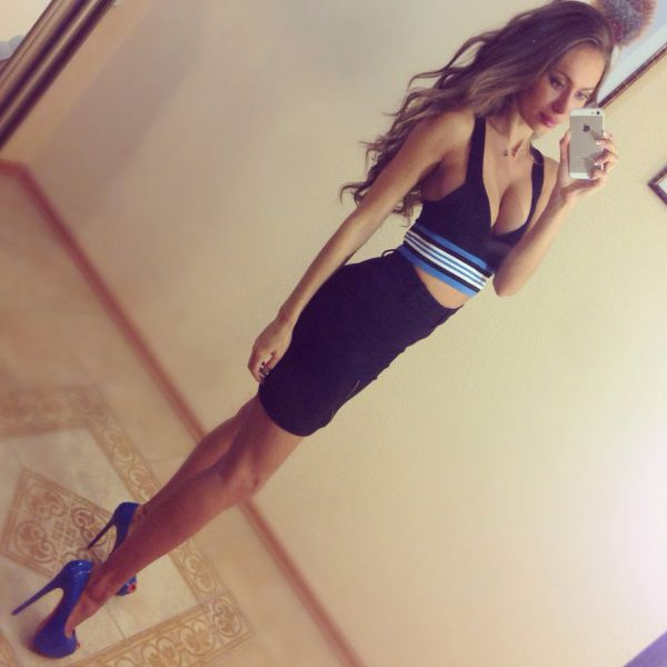A Tight Dress Is What You Wear When You Want To Dress For Success (42 pics)
