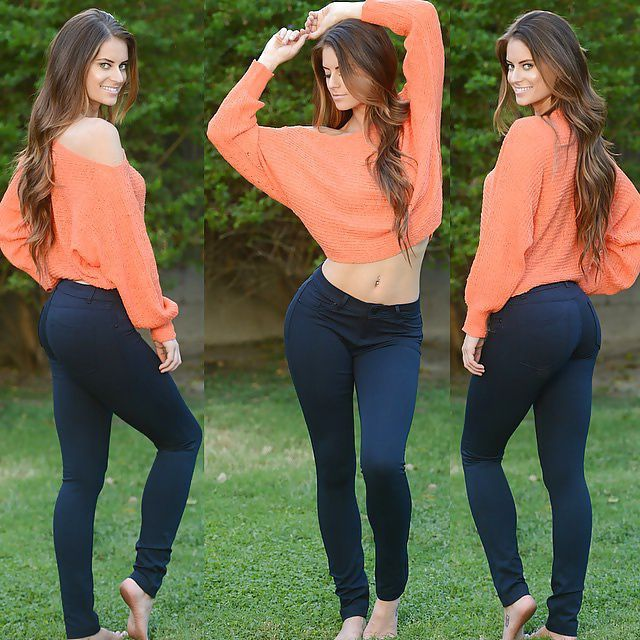Beautiful Girl Models Various Clothing Styles (21 pics)