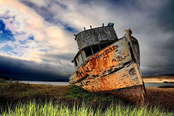 Haunting Pictures Of Abandoned Ships (47 pics)