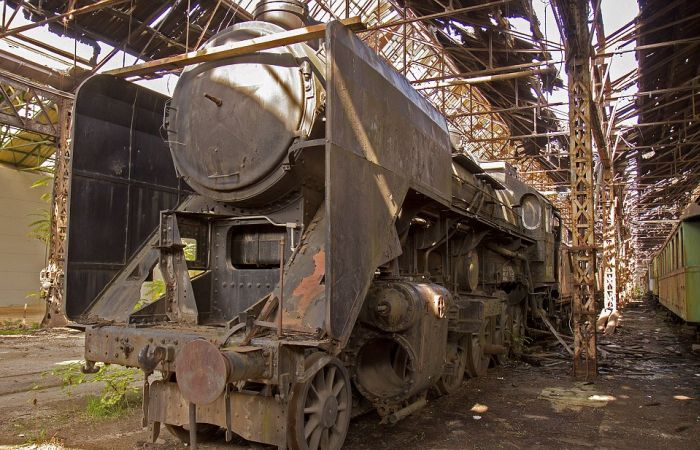 This Hungarian Train Graveyard Is Where Trains Go To Die (21 pics)