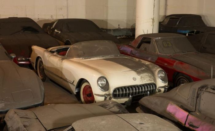 Garage Full of Corvettes (44 pics)