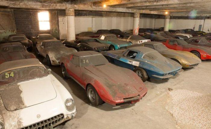 Garage Full of Corvettes (44 pics)