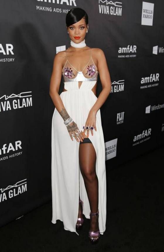 Rihanna and Miley Cyrus Wearing Sexy Dresses (18 pics)