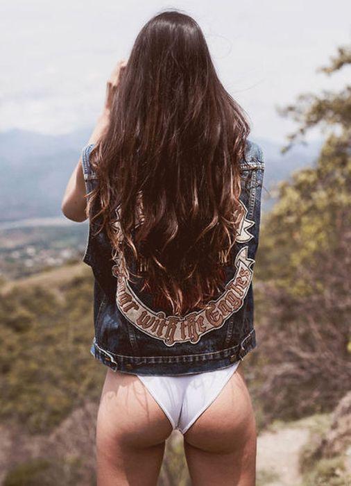 Hot Nude Women Outdoors