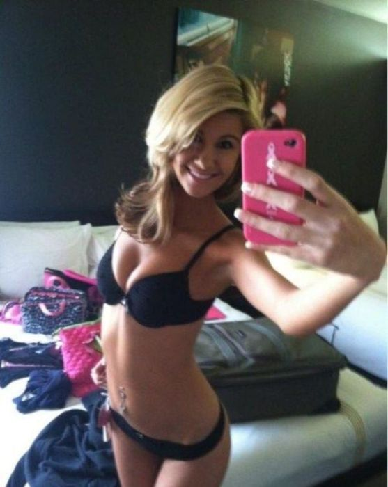 Proof That Hot Selfies Can Be Taken Anywhere (28 pics)