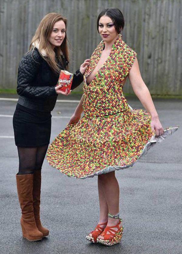 See The Dress That's Made Out Of Using 3,000 Skittles (5 pics)