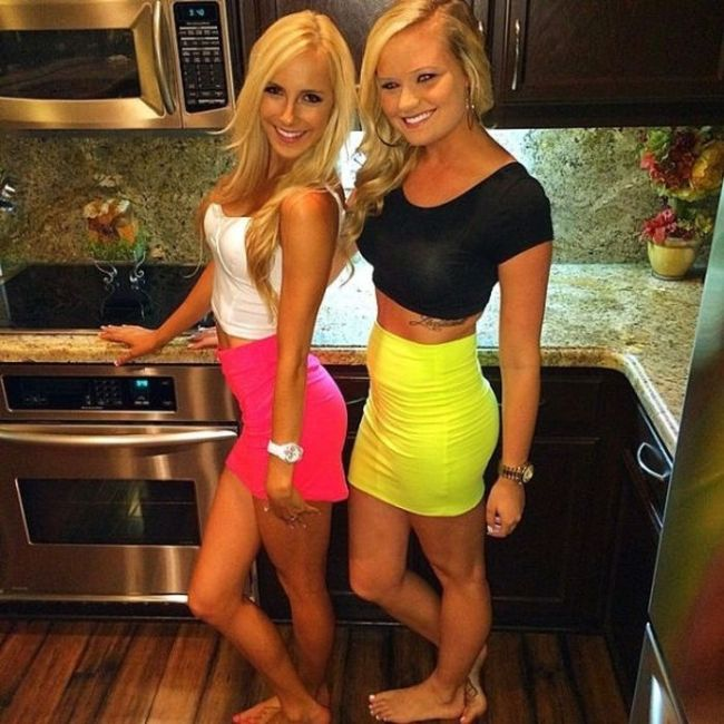 Girls In Tight Dresses Are Hard To Resist (37 pics)