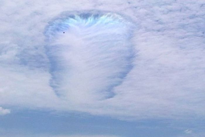 What Is This Unusual Natural Phenomena Happening In Australia? (8 pics)