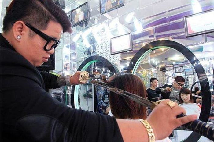 This Hairdresser Uses A Samurai Sword (7 gifs)