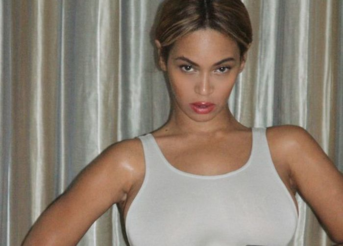 You Won't Believe What Beyonce's New Leotard Says (2 pics)