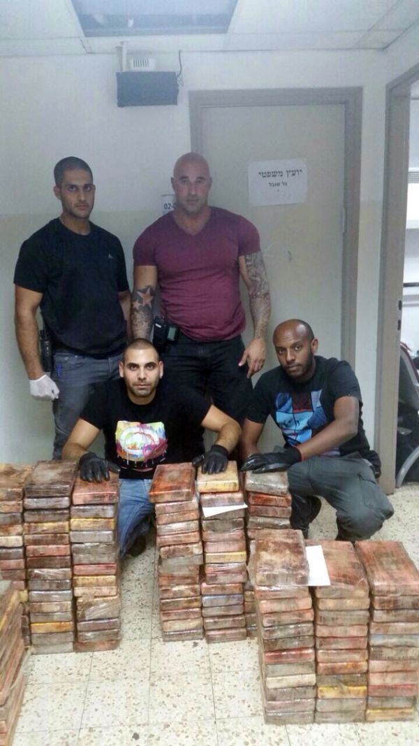 That's A Lot Of Cocaine (3 pics)
