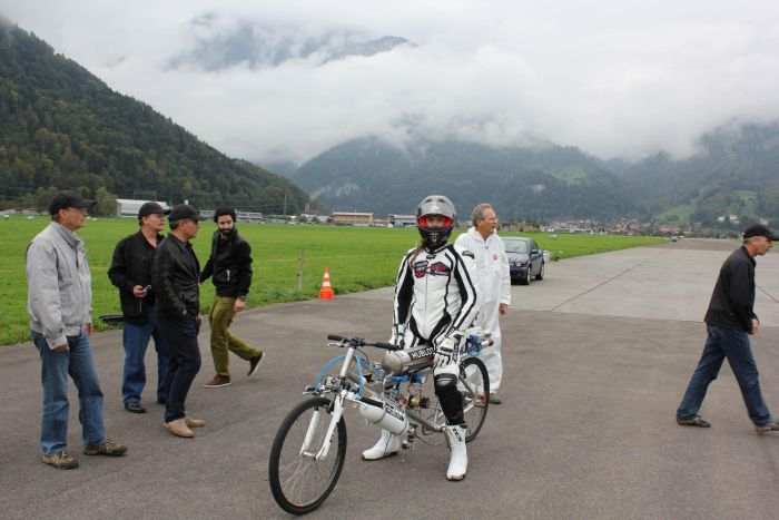 Rocket Powered Bicycle Sets World Record (10 pics + video)