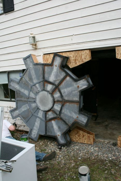 Man Builds Fallout Style Garage (9 pics)