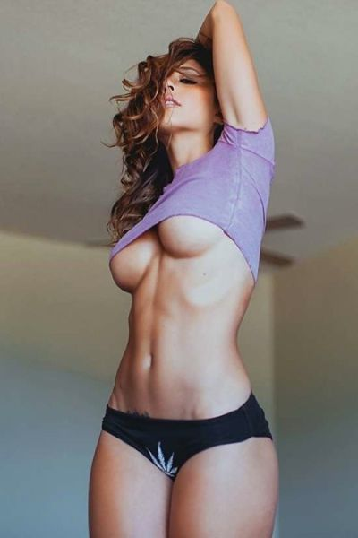 All The Underboob Your Eyes Can Handle (37 pics)