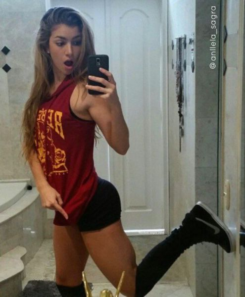 Anella Sangre Is Absolutely Gorgeous (24 pics)