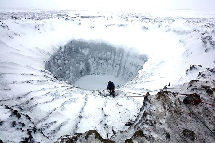 Getting Inside Siberia's Mystery Crater (7 pics)
