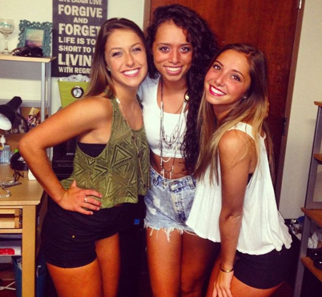 College Girls Are Party Girls (25 pics)