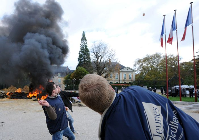 These French Farmers Are Very Angry (25 pics)