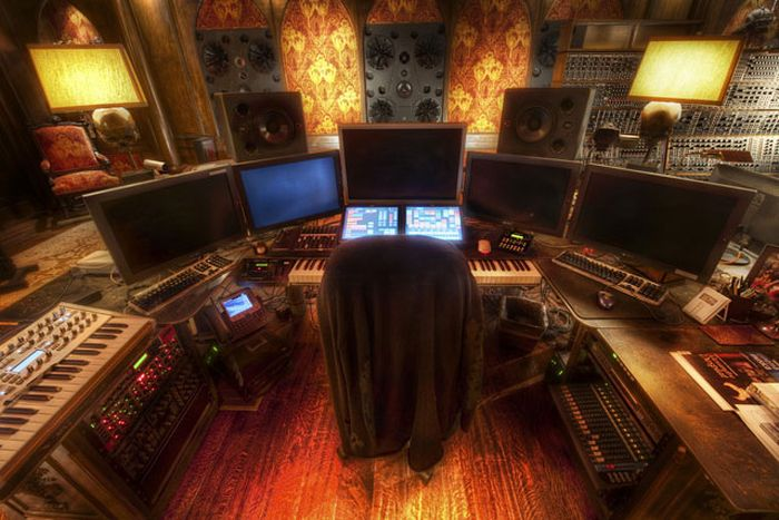 Hans Zimmer Has A Beautiful Music Studio (14 pics)