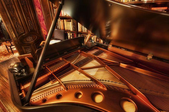 Hans Zimmer Has A Beautiful Music Studio (14 pics)