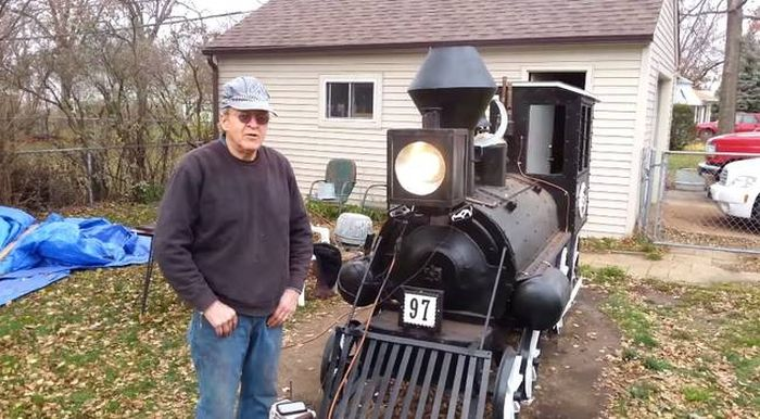 All Aboard The BBQ Train (7 pics)
