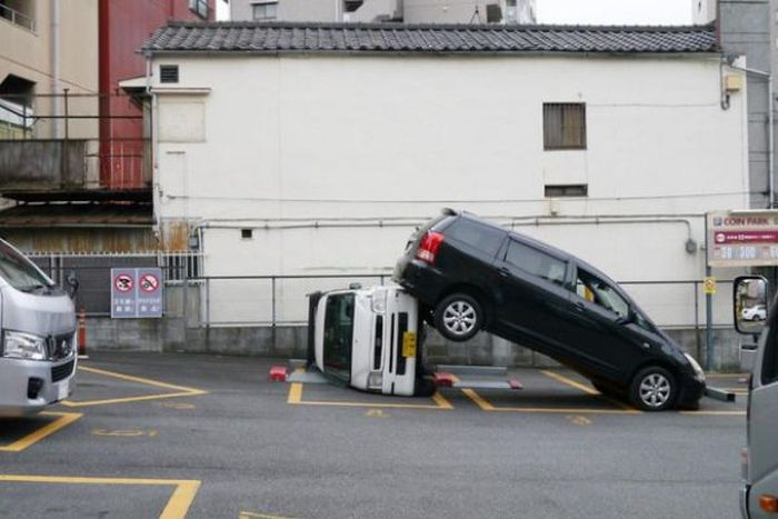 What Happens When You Mistake The Brake For The Gas Pedal (2 pics)