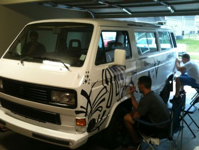 A Man Let Strangers Draw On His Volkswagen Van With Sharpies (13 pics)