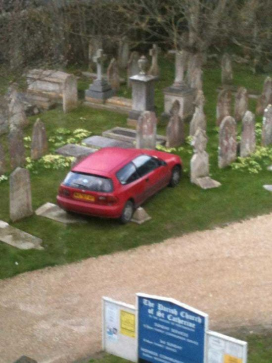 This Is The Worst Parking Job Of All Time (2 pics)