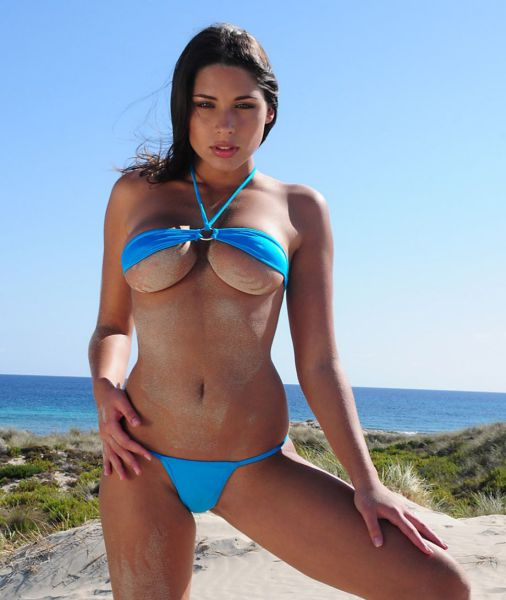 It May Be Cold Outside But These Girls In Bikinis Are Red Hot (56 pics)