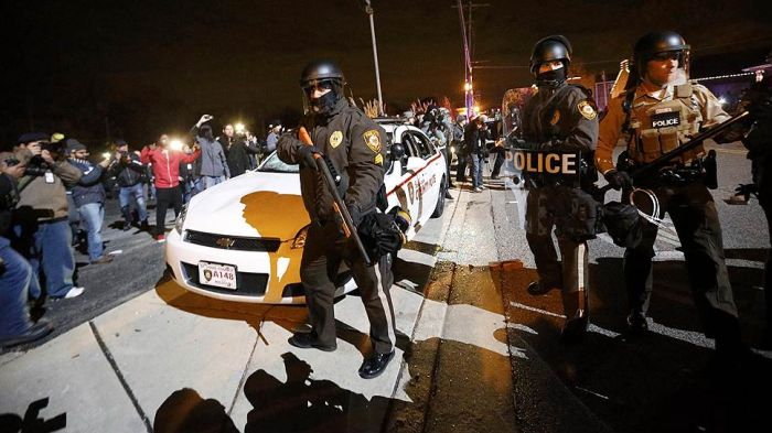 The Riots In Ferguson Are Out Of Control After Grand Jury's Decision (27 pics)