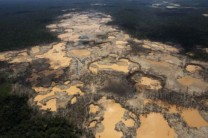 Illegal Gold Mining Is Destroying Peru (26 pics)
