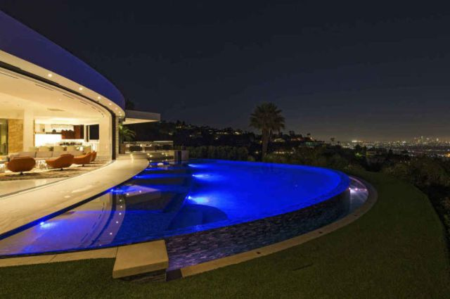 The Luxury Mansion Everyone Wants To Live In (24 pics)